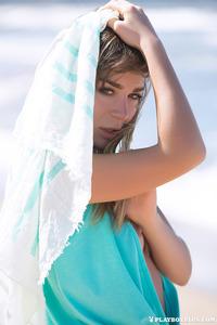 Lilii In Ocean Breeze 00