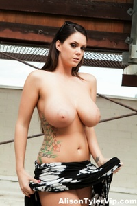 Alison Tyler Outdoor Boobs 01