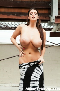Alison Tyler Outdoor Boobs 11