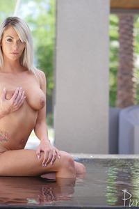 Sexy Blonde MILF Brooke Paige In The Jacuzzi 05