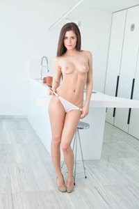Caprice The White Lily 04
