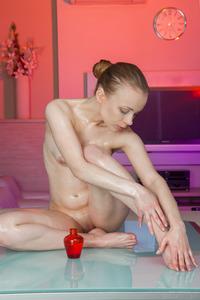 Sexy Oiled Bodied Teen Winnie 04