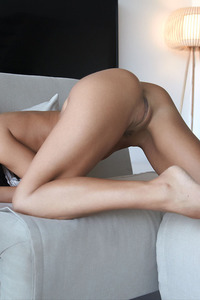 Beautiful Spanish Girl Apolonia Spreads Her Sexy Legs 04