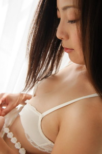 Cute Asian Girl Madoka Hitomi Have Fun In The Bedroom 02