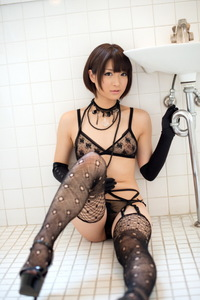 Mayu Kamiya Posing In Sexy Black Lingerie 02