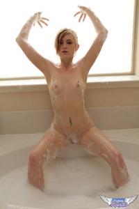 Mandy Roe Bath 10