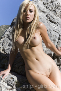 Kayden Kross Strips Nude At The Rocks 01