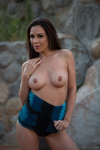 Kirsten Price Gets Nude Outside 03