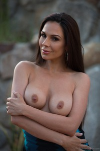 Kirsten Price Gets Nude Outside 04
