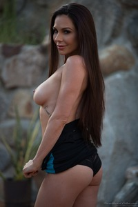 Kirsten Price Gets Nude Outside 05