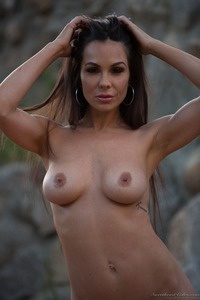 Kirsten Price Gets Nude Outside 13