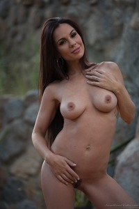 Kirsten Price Gets Nude Outside 14