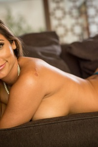 Curvy MILF Reena Sky Strips Off Her Sexy Lingerie 04