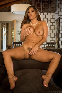 Curvy MILF Reena Sky Strips Off Her Sexy Lingerie 16