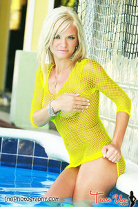 Beauty Babe Lindsey Knight Posing In Yellow Fishnet 01