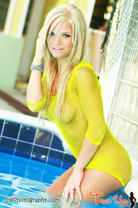 Beauty Babe Lindsey Knight Posing In Yellow Fishnet 08