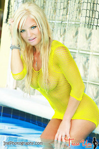 Beauty Babe Lindsey Knight Posing In Yellow Fishnet 10