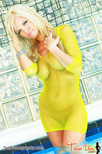 Beauty Babe Lindsey Knight Posing In Yellow Fishnet 11