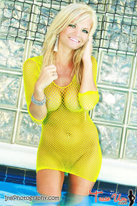 Beauty Babe Lindsey Knight Posing In Yellow Fishnet 12