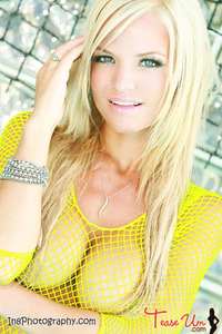 Beauty Babe Lindsey Knight Posing In Yellow Fishnet 13