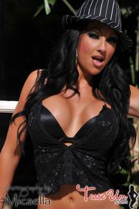 Challis Gorgeous Busty Babe 03