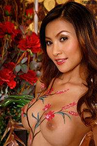 Naked Asian Babe With Nice Body Painting 00