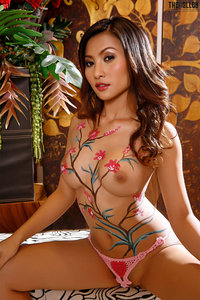 Naked Asian Babe With Nice Body Painting 01