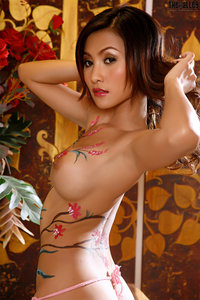 Naked Asian Babe With Nice Body Painting 02