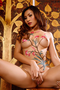 Naked Asian Babe With Nice Body Painting 09