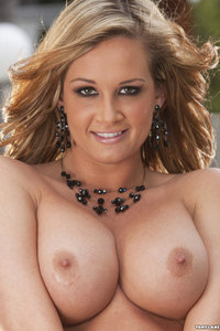 Nude Girl Tory Lane Outdoor Photos 04