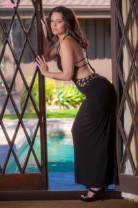 Hot Glam Khaleesi Wilde Shows Her Best In Closeup Style 00