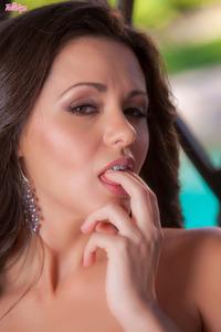 Hot Glam Khaleesi Wilde Shows Her Best In Closeup Style 14