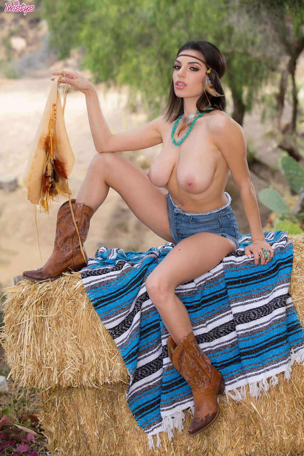 Amazing Darcie Dolce Shows Her Big Naturals Outdoors 02