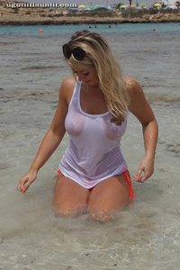 Melissa Debling Wet Breasts 04