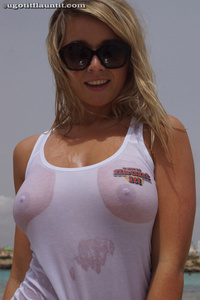 Melissa Debling Wet Breasts 06