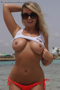 Melissa Debling Wet Breasts 09