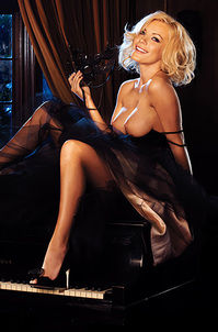 Crystal Harris Blond Playmate Beauty