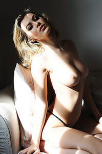 Sexy Blond Babe Summer Claire Presenting Her Amazing Boobs
