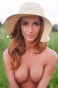 Hot Babe Rena Naked Outdoors