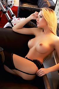 Glamour Busty Giulia Borio