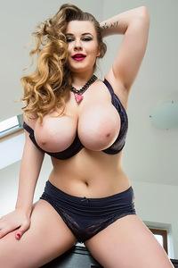 Chubby Curvy Larissa Linn