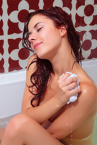 Playful Redhead Teen Pearl Ami In The Bath