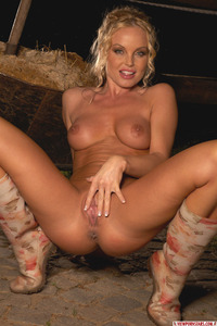Country Babe Silvia Saint Strips And Shows Her Amazing Ass 14