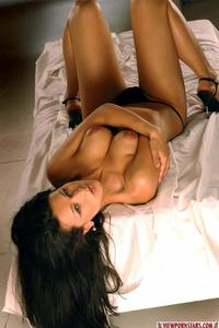 Nude Brunette Beauty 07