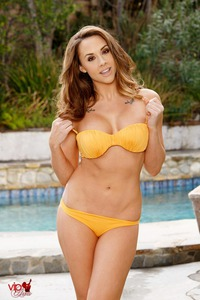 Chanel Preston Strips Off Her Orange Bikini By The Pool 04