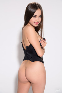 Li Moon Spreading Wide Her Long Legs In The Studio 02